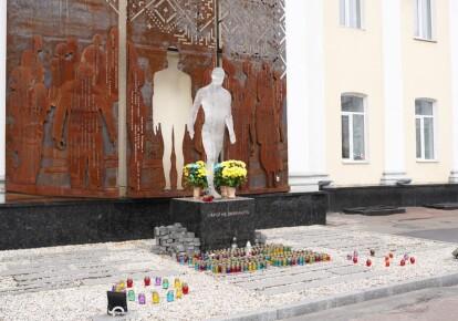 Памятник Героям Небесной Сотни в Житомире