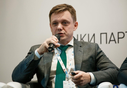 """На журналистов """"Схем"""" напали в государственном """"Укрэксимбанке"""" во время записи интервью"""