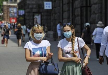 В українських містах обов'язковий масковий режим. Фото: УНІАН