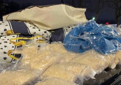 Наркотики, які поліцейські виявили в авто