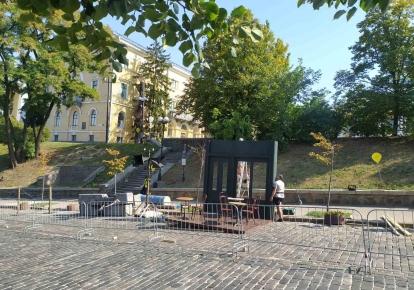 Тимчасові інсталяції радянської епохи України в центрі Києва