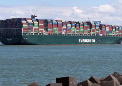 Контейнеровоз Ever Given заблокував рух у Суецькому каналі