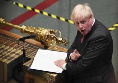 Борис Джонсон выступает в ходе обсуждения законопроекта о внутренних рынках в Палате общин в Лондоне