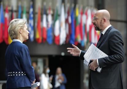Президент Европейской комиссии Урсула фон дер Ляйен и ее коллега глава Совета Европы Шарль Мишель