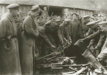 Заколотники складають зброю