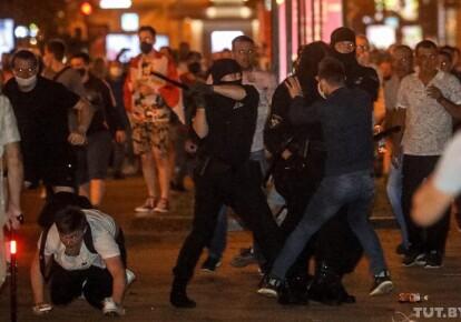 Милиция избивает протестующих в Беларуси