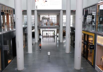 Пустой торговый центр в Нью-Йорке