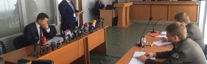 "По новому колу. Влада шукає Януковичу ""адвоката Кірєєва"""