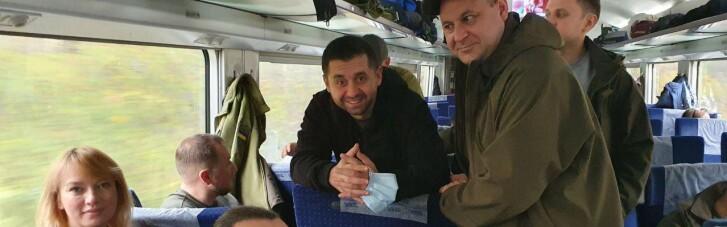 """""""Слуги"""" на Донбасі порушують карантин і активно позують для журналістів Шарія (ФОТО)"""