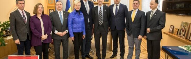 Кличко встретился с женой Джона Маккейна, которая будет наблюдателем на выборах в Украине