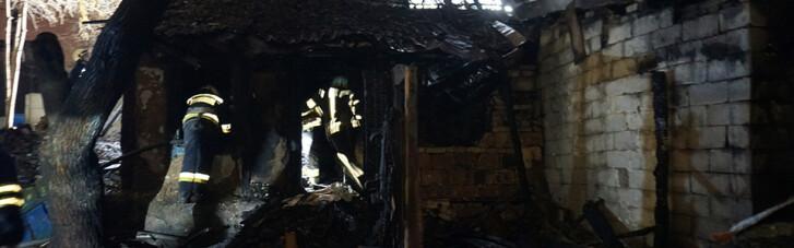 В Днепре в пожаре в доме сгорели три человека (ФОТО, ВИДЕО)
