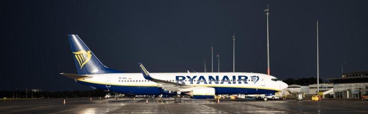 У Польщі пілот Ryanair не впустив у літак понад 30 українців: МЗС відреагувало