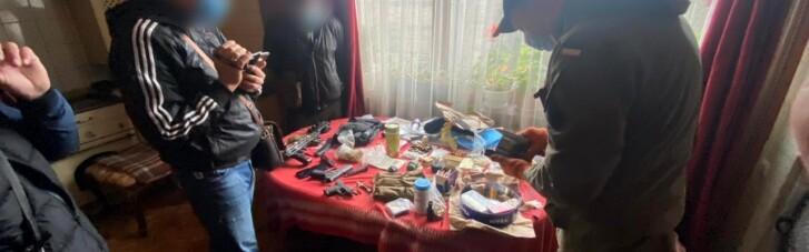 Под Харьковом задержали мужчину, который покупал оружие через интернет и сам собирал (ФОТО)