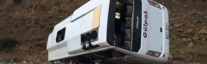 У Туреччині чергова НП: у результаті аварії пасажирського автобуса постраждали десятки людей