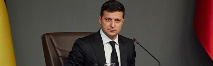 Зеленский уравнял ID-карты с бумажными паспортами