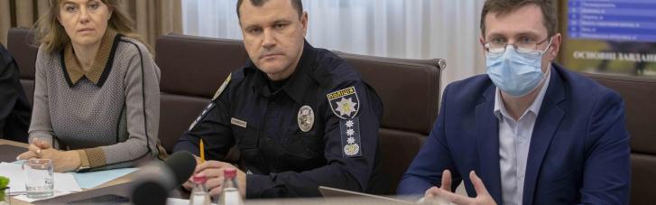 Поліція буде перевіряти COVID-сертифікати у  відвідувачів кафе та торгівельних центрів