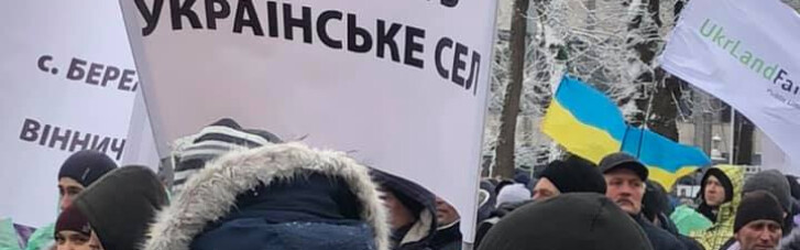 Several thousand farmers at rally call on president to dismiss NABU chief Sytnyk, protect their jobs