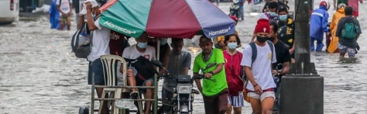 На Філіппінах через сильну повінь евакуювали 15 тисяч людей (ФОТО)