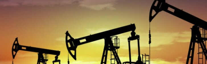 Как дешевая нефть опускает российский рубль
