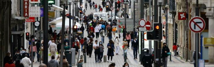 У Португалії від сьогодні скасовано масковий режим на вулиці