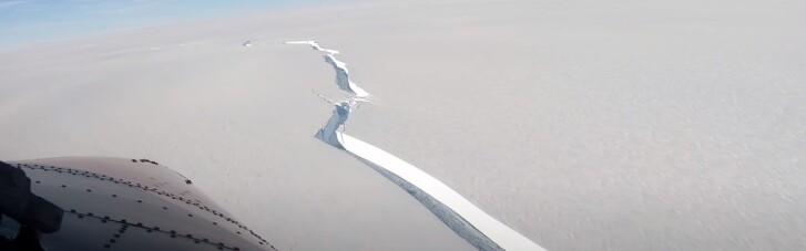 От ледника в Антарктиде откололся огромный айсберг (ВИДЕО)