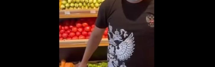 У супермаркеті Києва помітили працівника у футболці з гербом РФ: усі подробиці інциденту й відео