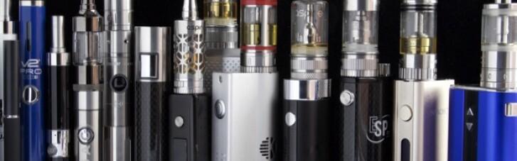 В Раде хотят запретить рекламу электронных сигарет