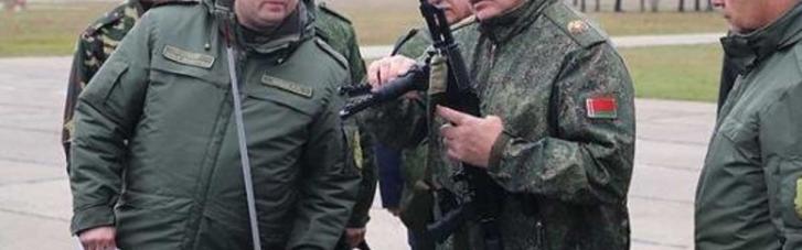 """Лукашенко хоче роздати зброю """"кожній сім'ї"""" в Білорусі"""