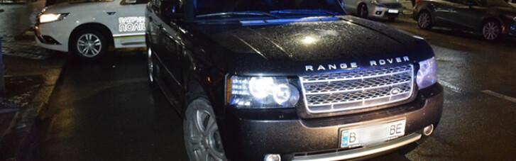 """Чиновник-""""слуга"""" у Миколаєві втікав від патрульних на Range Rover і хотів """"домовитися"""" (ФОТО)"""