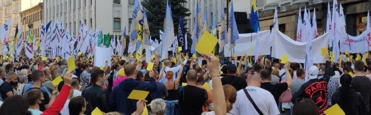 """Тисячі підприємців показали Зеленському """"жовту картку"""" (ФОТО, ВІДЕО)"""