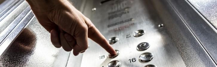 В Одесі у багатоповерхівці обірвався ліфт, в якому перебували двоє  людей