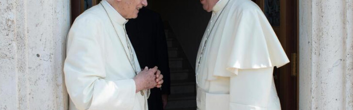 "Угроза двоепапия. Как ""пенсионера"" Бенедикта XVI используют против Франциска"