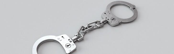 """Конвоїру в'язниці бойовиків """"Ізоляція"""" заочно оголосили підозру в катуваннях і торгівлі людьми"""