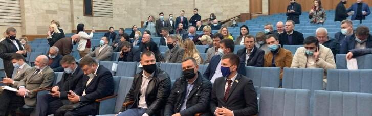 """Без світла і з новими замками: Київський облрада відправила у відставку главу від """"слуг"""""""