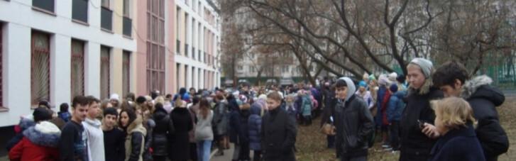 У Донецьку масово евакуюють школярів, силовики шукають вибухівку