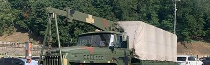 Військова вантажівка протаранила кілька авто в центрі Києва (ВІДЕО)