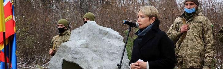 На месте убийства Амины Окуевой открыли мемориал (ВИДЕО)