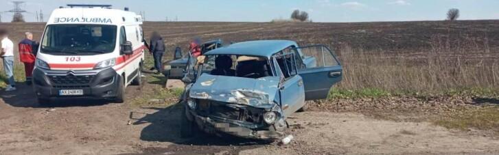 На Харьковщине столкнулись два автомобиля, семь человек в больнице (ФОТО)