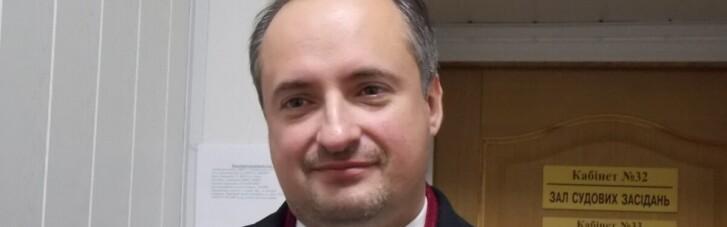 Обвиняемый по делу Вовка скандальный юрист Ростислав Кравец принялся отчитывать посла Швеции в Украине