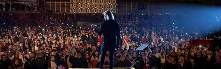 """Олег Винник дав концерт для """"вовчиць"""" без масок і у переповненому залі в Броварах (ФОТО)"""