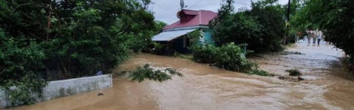 Новое наводнение в Крыму: Ялту и Бахчисарай подтоплено, людей эвакуируют (ВИДЕО)