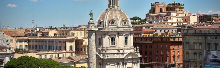 """В Риме """"антикарантинный"""" митинг превратился в драку с полицией, есть задержанные"""