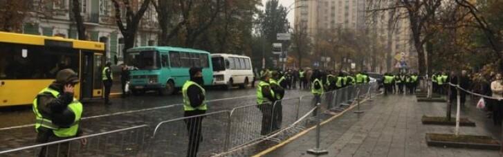 """В Киеве """"заминировали"""" правительственный квартал"""
