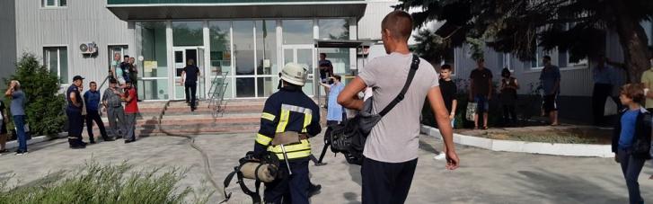 В Волновахе произошел пожар в больнице: эвакуировали более 100 человек (ФОТО, ВИДЕО)