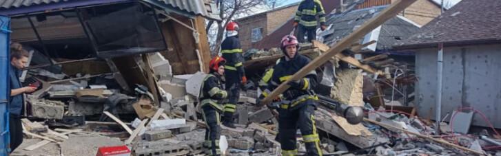 У Києві потужним вибухом зруйнувало будинок, рятувальники шукають можливих постраждалих