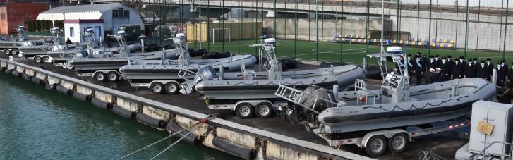 США передали Украине скоростные катера и десятки надувных лодок