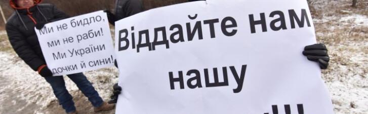 Грошей немає, але ви тримайтеся. Кому в Україні перестали платити зарплату