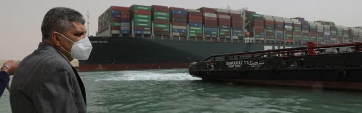 Затор у Суецькому каналі: застрягле судно вдалося зрушити з місця
