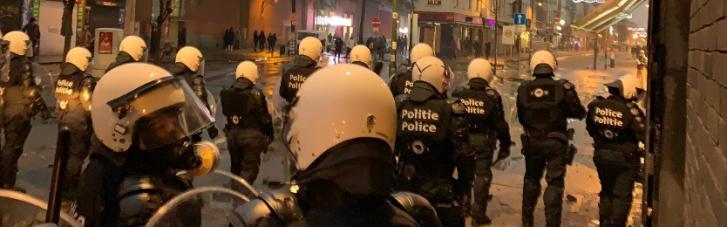 Протестующие в Брюсселе забросали камнями кортеж короля Бельгии