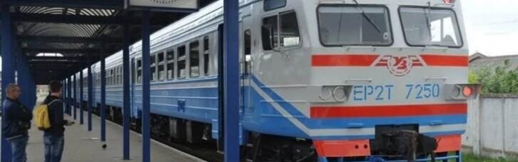 """УЗ призупиняє рух приміських поїздів на """"червоній"""" Хмельниччині"""